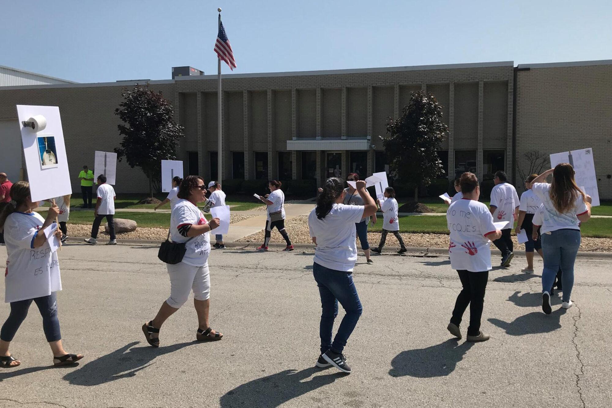 Trabajadoras temporales luchan contra supuesto acoso sexual y dicen que sufren represalias por hacerlo 2